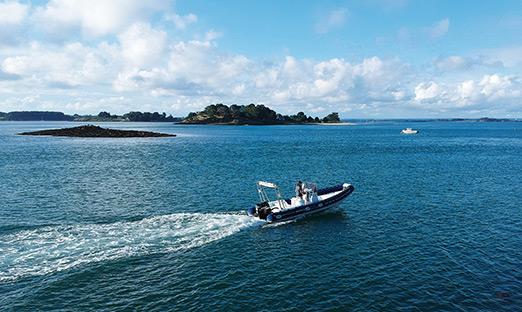 Bateau de croisière TCH-ILES navigant dans le Golfe du Morbihan